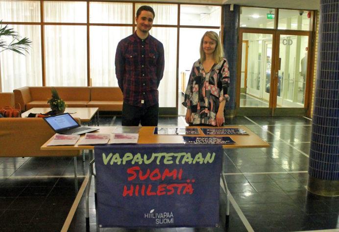 Kampanjan aktiiveja Vantaan kaupungintalolla