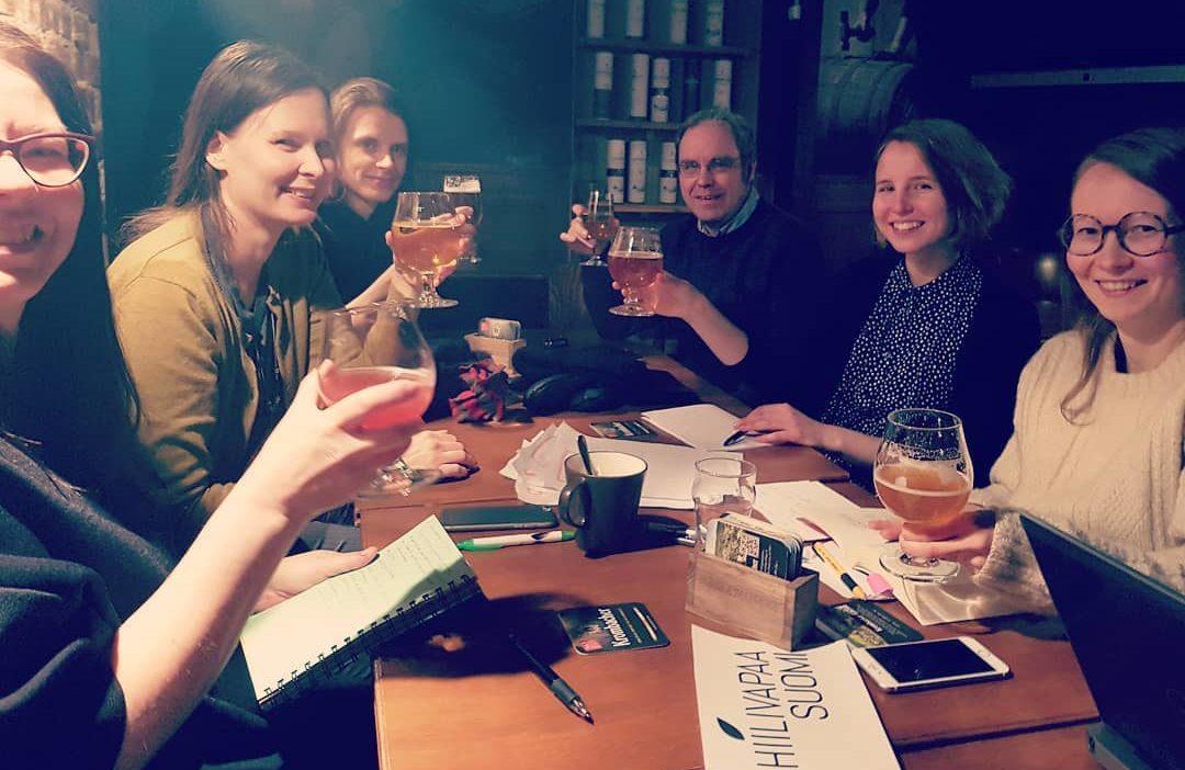 Kokous olutbaarissa