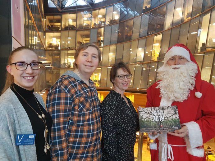 Hiilivapaa Suomi -kampanjan vapaaehtoisia lobbaamassa